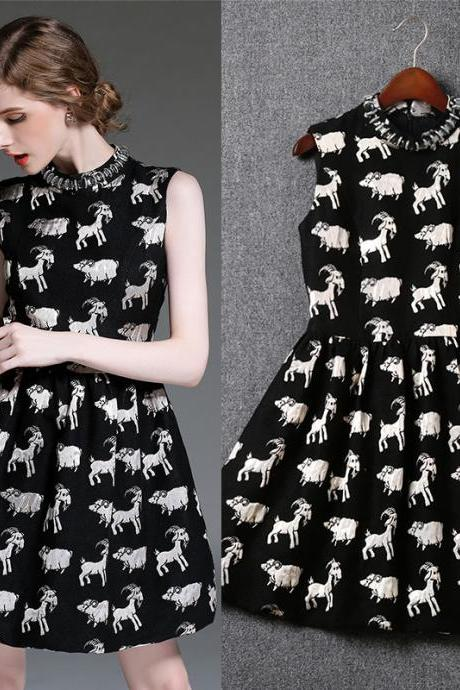 Cute And High Quality Sleeveless Dress With Animal Logo For Autumn&Winter (2 Colors)