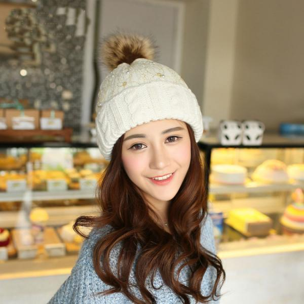 Charming Lace Ball Knitted Hat